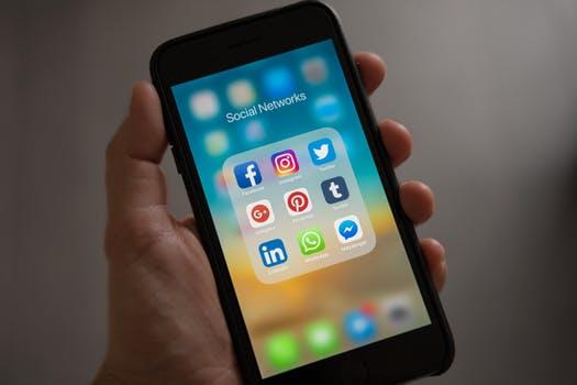 social media customer support